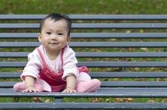 Bambino cinese sul banco Fotografie Stock Libere da Diritti