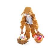 Bambino come lepre di pasqua con le uova ed i fiori Fotografie Stock