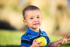 Bambino con Apple Fotografie Stock Libere da Diritti