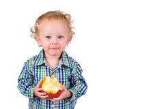 Bambino con frutta Fotografie Stock Libere da Diritti