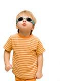 Bambino con gli occhiali da sole Fotografie Stock