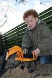 Bambino con i giocattoli della costruzione fotografia stock libera da diritti