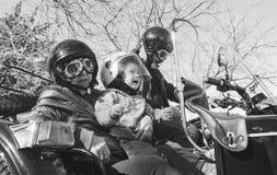 Bambino con i nonni all'abitudine Immagine Stock