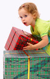 Bambino con i regali Fotografia Stock Libera da Diritti