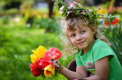 Bambino con i tulipani Immagini Stock