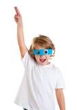 Bambino con i vetri blu divertenti futuristici felici Fotografie Stock
