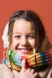 Bambino con il cappotto e la sciarpa fotografie stock libere da diritti