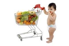 Bambino con il carrello di acquisto Fotografia Stock Libera da Diritti