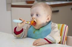 Bambino con il cucchiaio Fotografie Stock