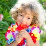 Bambino con il fiore tropicale Fotografia Stock Libera da Diritti