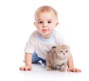 Bambino con il gattino Immagine Stock Libera da Diritti