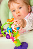 Bambino con il giocattolo fotografie stock libere da diritti
