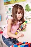 Bambino con il gioco stabilito della costruzione. Fotografia Stock Libera da Diritti