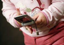 Bambino con il telefono fotografie stock