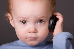 Bambino con il telefono delle cellule Fotografia Stock