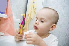 Bambino con il toothbrush Fotografie Stock