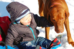 Bambino con l'animale domestico fotografie stock libere da diritti