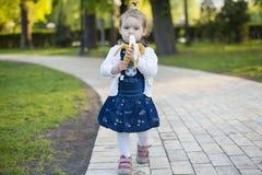 Bambino con la banana Fotografia Stock Libera da Diritti