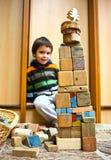 Bambino con la costruzione dei blocchi Fotografia Stock Libera da Diritti