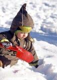 Bambino con la pala rossa Fotografia Stock Libera da Diritti