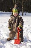 Bambino con la pala rossa Fotografia Stock