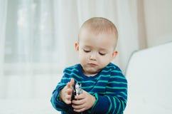 Bambino con le pillole Fotografie Stock