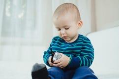 Bambino con le pillole Fotografia Stock