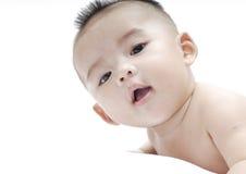 Bambino con priorità bassa bianca fotografia stock libera da diritti
