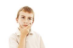 Bambino con un'espressione pensive che osserva in su Immagini Stock