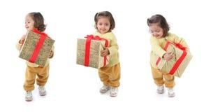 Bambino con un regalo di natale Fotografia Stock