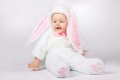 Bambino in costume del coniglietto fotografia stock libera da diritti