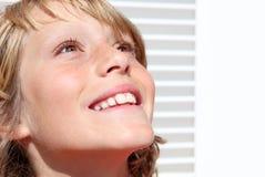 Bambino cristiano sorridente felice Fotografie Stock Libere da Diritti