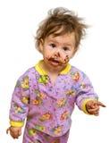Bambino curioso con il fronte sporco del cioccolato Immagini Stock