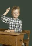 Bambino dell'allievo nel banco Fotografia Stock