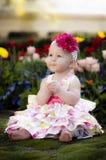 Bambino della sorgente nel giardino di fiore Fotografia Stock Libera da Diritti