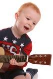 Bambino di canto della chitarra degli S.U.A. fotografie stock