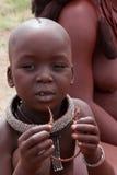 Bambino di Himba con le decorazioni etniche Fotografia Stock Libera da Diritti