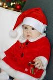 Bambino di Natale con un fondo dell'albero di Natale Immagini Stock Libere da Diritti