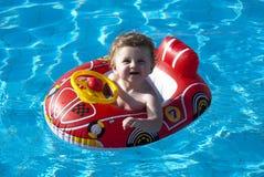 Bambino di nuoto Fotografia Stock