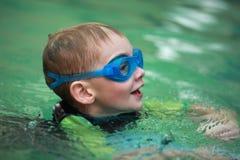 Bambino di nuoto Immagini Stock Libere da Diritti