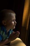 Bambino di preghiera Fotografie Stock Libere da Diritti