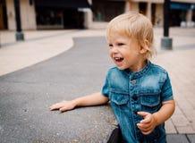 Bambino di risata immagini stock libere da diritti