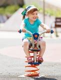 Bambino di risata al campo da giuoco Fotografia Stock