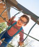 Bambino di risata al campo da giuoco Fotografie Stock Libere da Diritti