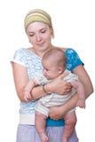 Bambino di trasporto della mamma Fotografia Stock