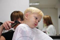 Bambino e barbiere Immagine Stock Libera da Diritti