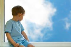 Bambino e cielo Immagine Stock Libera da Diritti