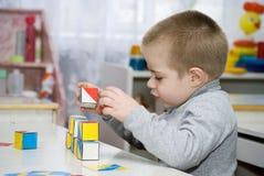 Bambino e cubi Fotografia Stock