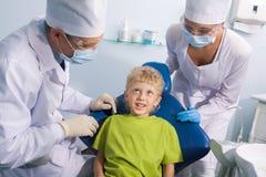 Bambino e dentisti Fotografie Stock