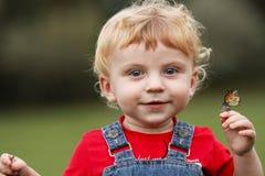 Bambino e farfalla Fotografia Stock Libera da Diritti